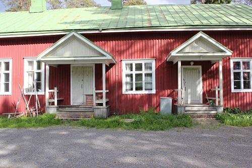 Kuvassa on Hallapuron kylätalo