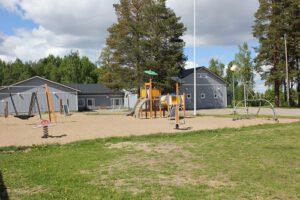 Kuvassa on Rantakylän koulu