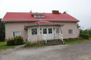 Kuvassa on Sääksjärven kylätalo